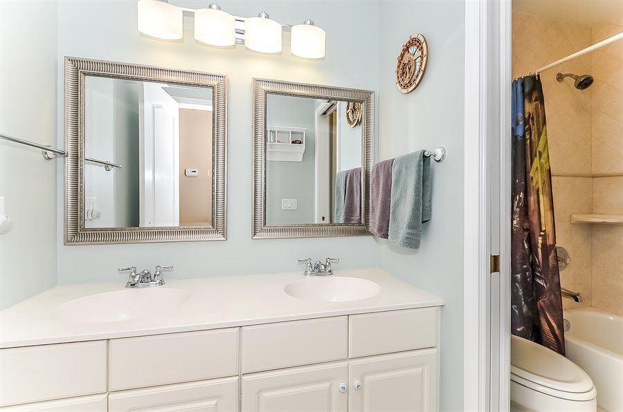 Top 6 Benefits of Using Mirrors in a Bathroom